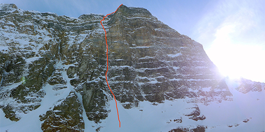 The route line of the Psychological Effect (700m, WI5+ M7) on Neptuak Mountain.