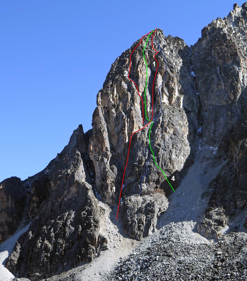 The southeast face of the first (and most prominent) buttress on the ridge leading eastward to the main summit of Khala Cruz. (1/red) Approximate line of La Muesca. (2/red) Approximate line of Condores y Picaflores. (The lower half of both 1 and 2 is drawn correctly, but the upper sections are approximate. See AAJ 2016). (3/blue) El Techito de la Granja. (4/green) 4 Estaciones.