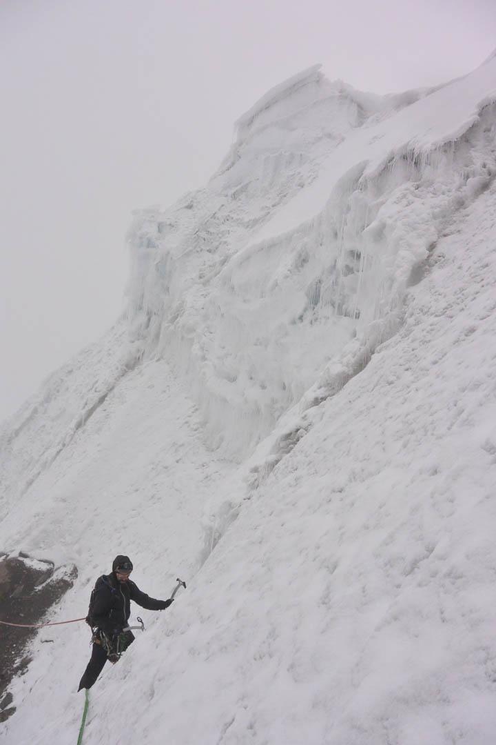 Coqui Galzez traversing below the summit of Chainopuerto.