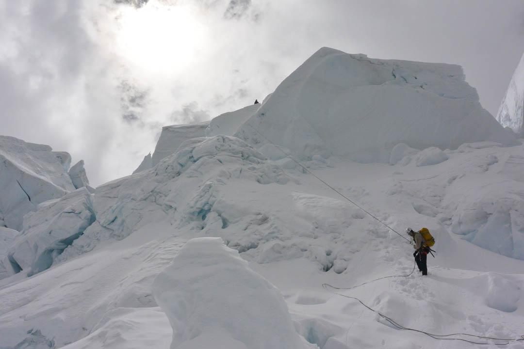 Waldemar Niclevicz rappelling on Nevado Panta.
