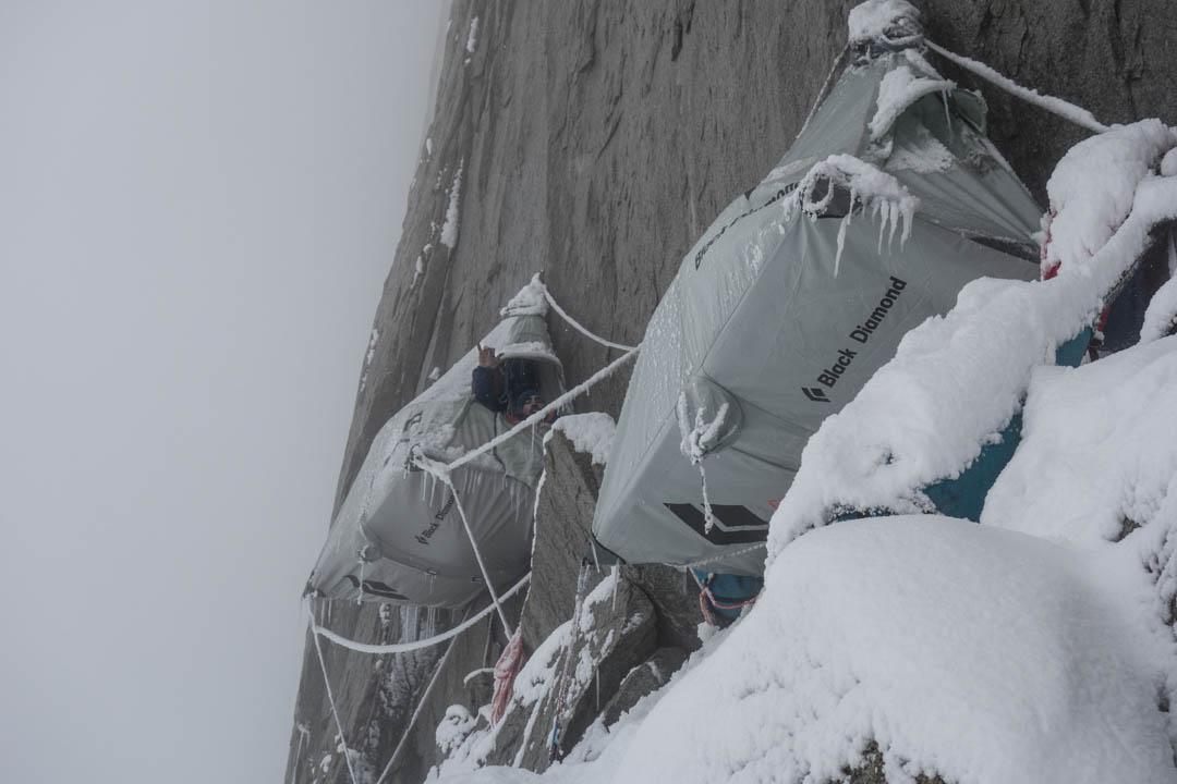 Cold and snowy conditions at the first portaledge camp, above pitch seven of El Regalo de Mwoma.