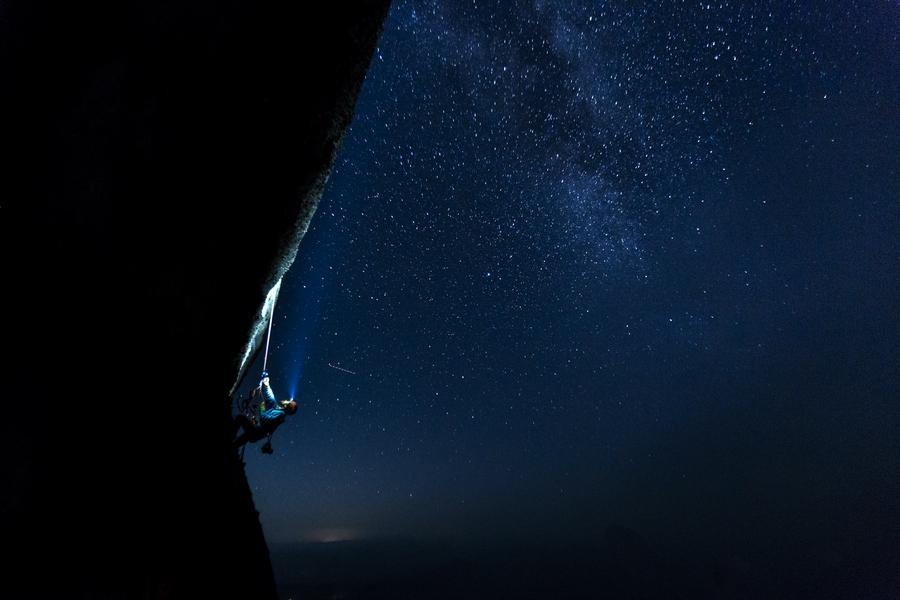 Jugging into the night on Pedra Baiana.