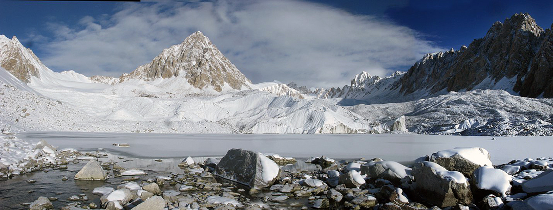 The south face of Asabek, with Peak 5,376m to the left and Farihta on the right.