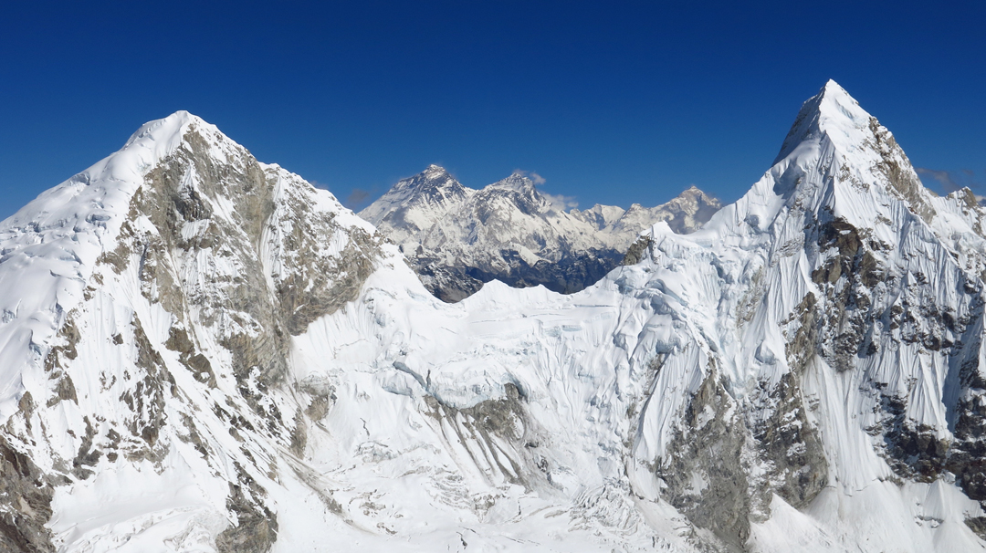 Seen from below the summit of Langdung, Khang Kharpo (a.k.a. Ripimo Shar, 6,646m, left), Drangnag Ri (6,757m, right), and, through the gap, the Everest-Lhotse massif and Makalu.