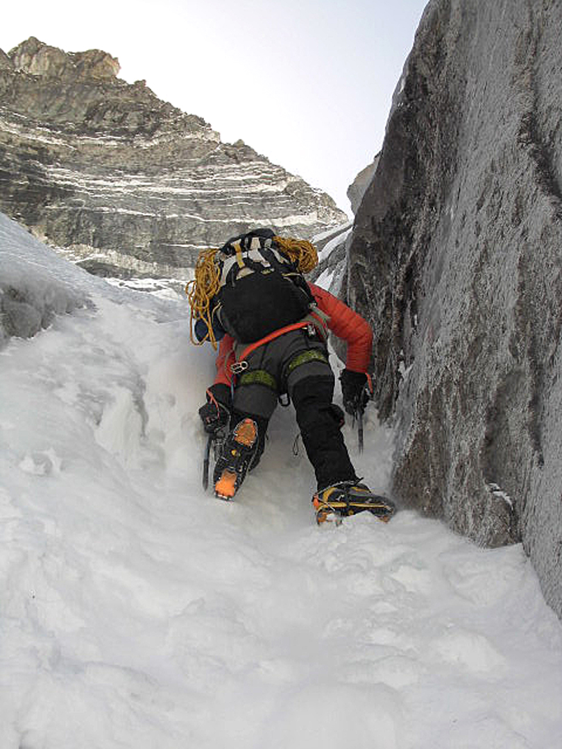 Simon Yates in the couloir on the first day on the north face of Kangchung La.