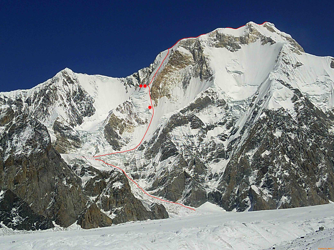 The new route Saber on the south face of Pik Chapaev (6,372m). Bivouac sites are marked (the upper site was used on both the ascent and descent of the route). Other routes on this face are not shown.