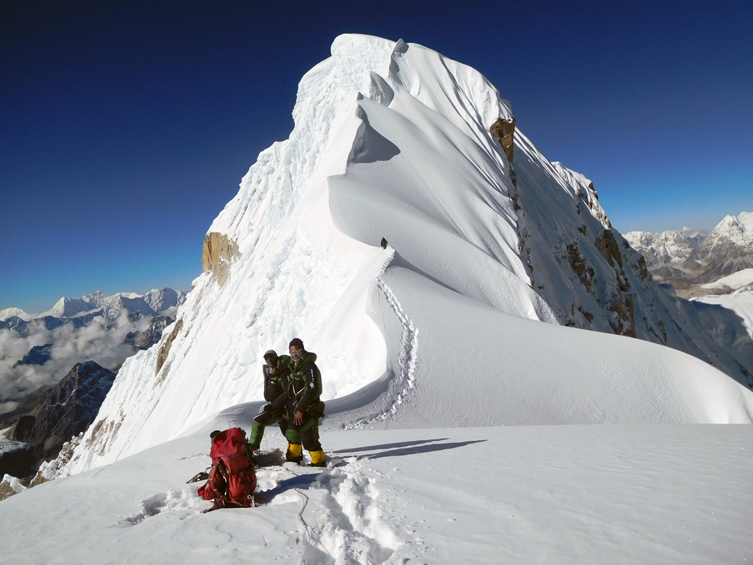 The final section of the southeast ridge leading to the summit of Burke Khang.