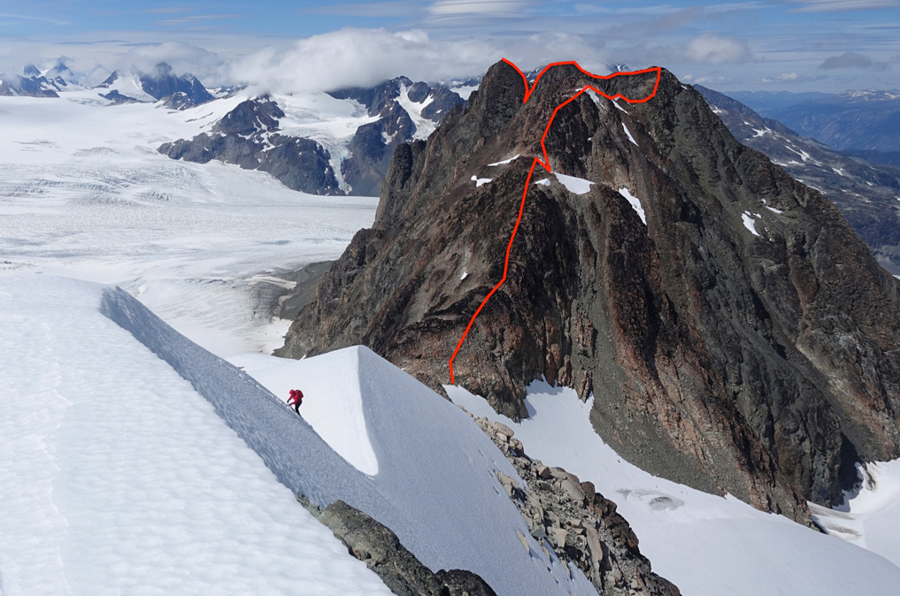 Rinn_Monarch_Sugarloaf_WEB.jpg: The Sugarloaf (2,620m) as seen from the north ridge of Peak 2,625m.
