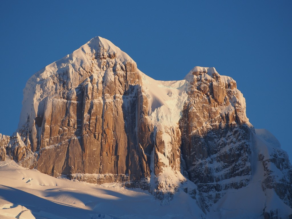 A close-up photo of the approximately 300m-east face of Cerro Gargantua.
