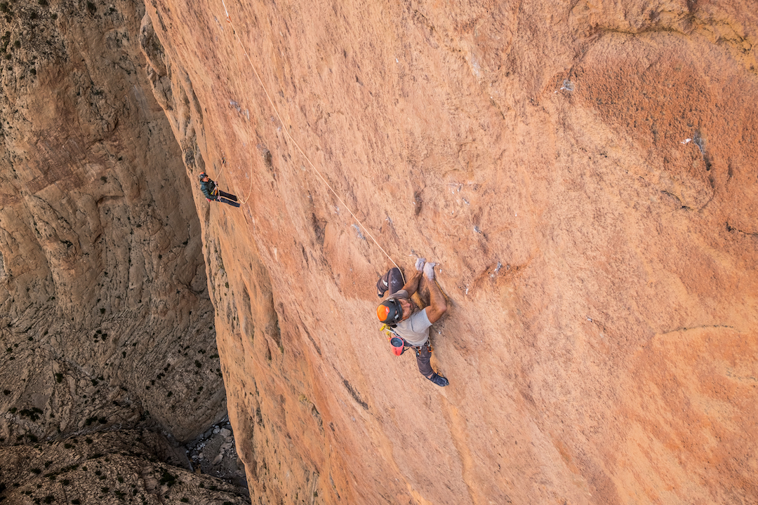 Alexander Huber leading the third 5.13 pitch of La Grand Rouge on Tadrarate in Morocco. This 40-meter pitch (8a /5.13b) has only two protection bolts.