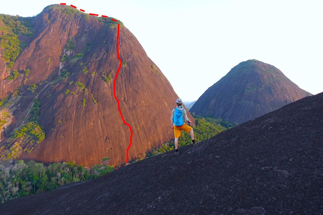 The line of Abrazo de la Serpiente on Cerro Pajarito. At right is Cerro Mono.