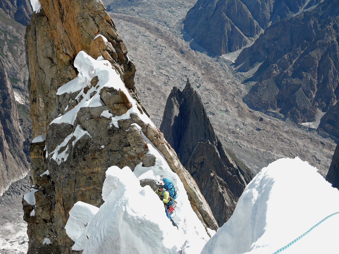 Marcello Sanguineti traversing sharp arêtes of unconsolidated snow on the upper section of Amman in Kashmir on Fiost Brakk.