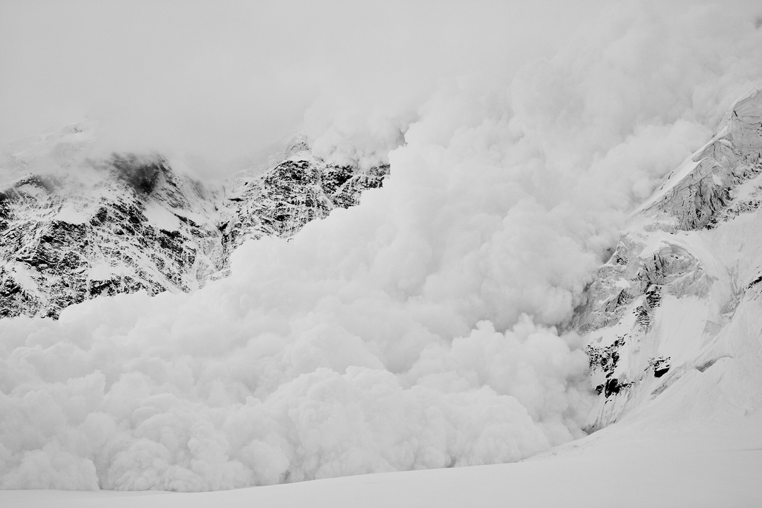 Avalanche above the Zvezdochka Glacier. Anders Ödman and Peter Schön witnessed larger avalanches on this trip than they had seen before or have seen since.