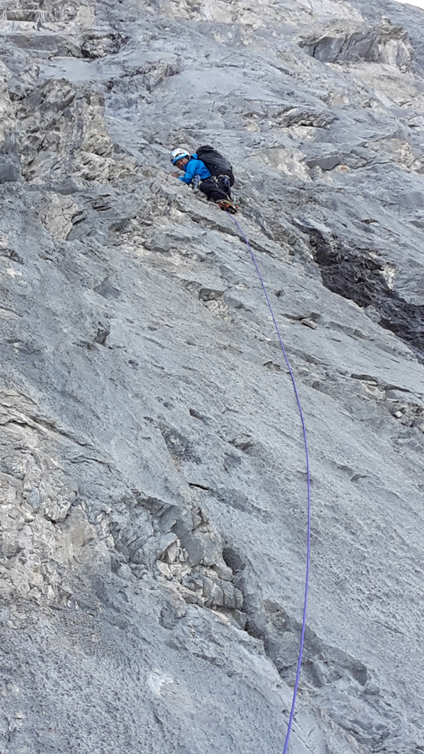 Brette Harrington delicately negotiating some loose rock shortly before the crux traverse on the first pitch of Life Compass (980m, TD+ 5.10a M4+ 80°) on Mt. Blane.