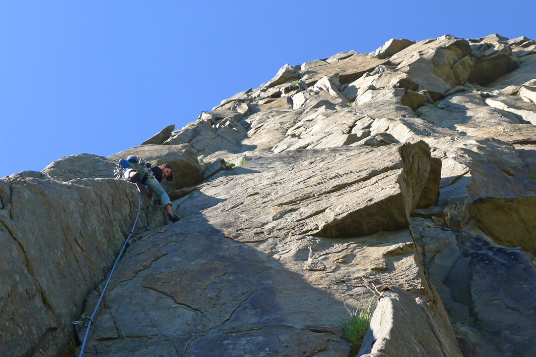Mike Rolf on pitch six (Norwegian 7-) of Indiana on Merraflestinden.