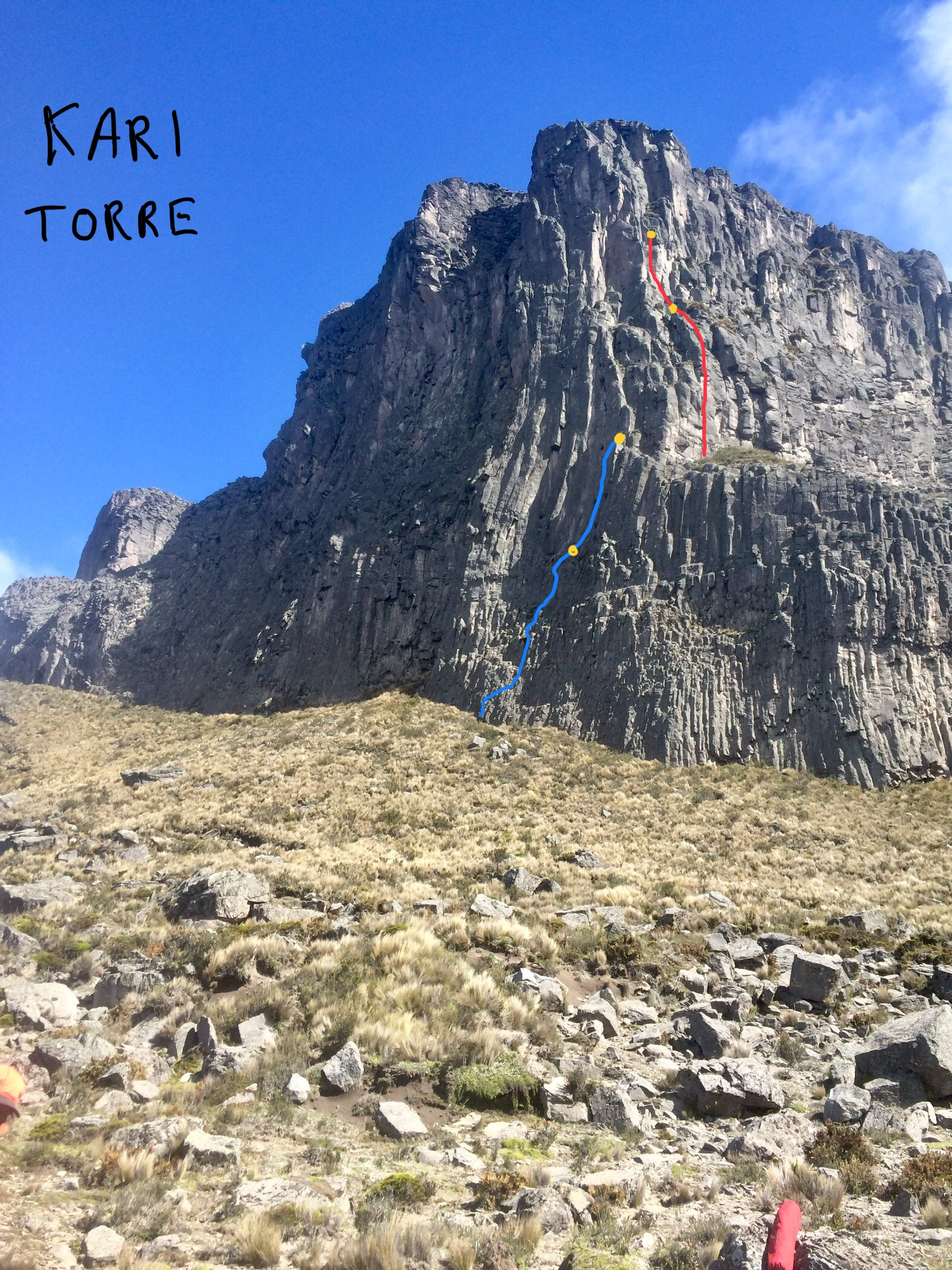 Kari Torre, showing the one partially established route (as of January 2019): 5.11 A2 (blue) and 5.10 A1 (red).