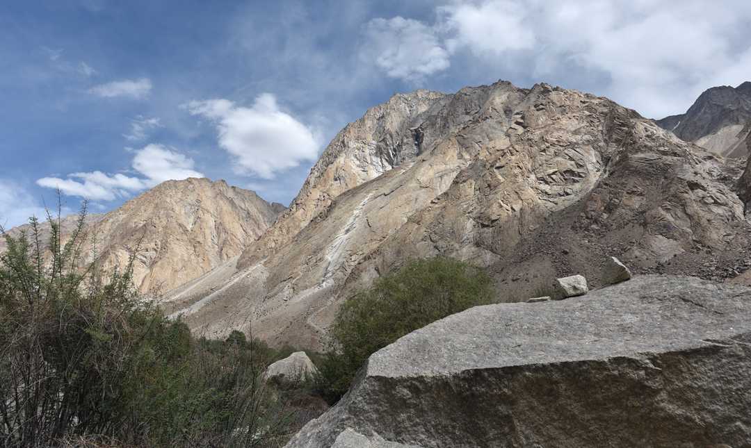 """Looking up the Rongdo Valley from a point at approximately 34°25'42.75""""N, 77°51'14.28""""E between Thipti and Doksa. Diamond-shaped slabs are visible in the center of the picture. The summits of the granite peaks lie between 5,200m and 5,800m, with walls up to 600m high."""