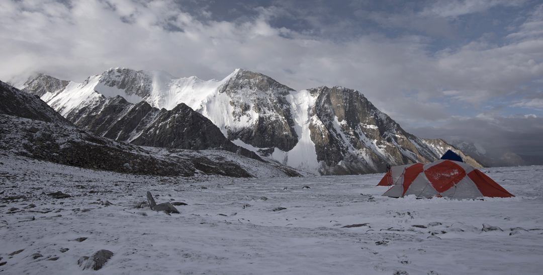 """Base camp in the upper Rongdo at 5,375m. The north face of Peak 6,064m (left of center at 34°29'22.40""""N, 77°59'6.55""""E) was prone to constant rockfall."""