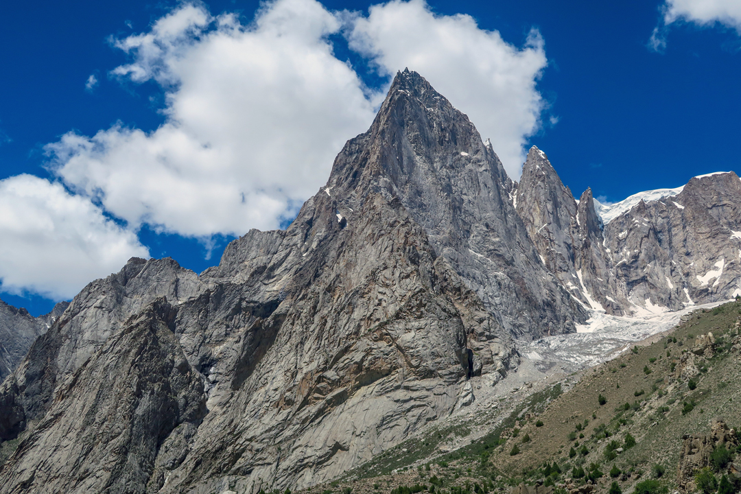 Ayesh Bilou (5,000m) seen from the northeast. An ascent of the wall would give 1,500–2,000m of climbing on rock of variable quality. Locals say an Italian team failed on it in the 1980s.