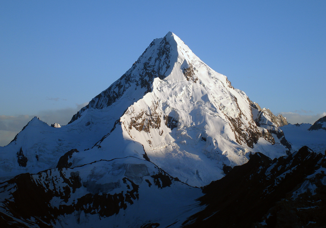Kachqiant from the north. This image was taken in 2007, when there were fewer seracs than today. Danny Schoch and Bas Visscher climbed the obvious ridge falling toward the camera.