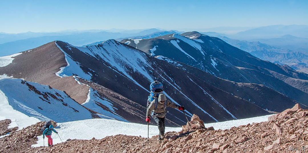 Se visualiza el camino transitado. Al final el co Overo.jpg Looking back at the route traveled over Nevados de Famatina in August. Cerro Overo is the distant, final peak in the chain.