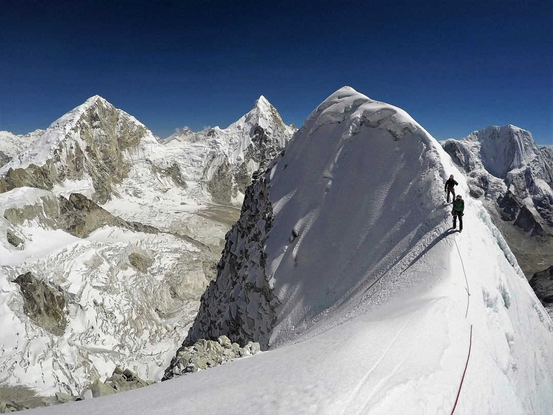 On the upper southeast ridge of Langdung. In the background on the right is Rolwaling Kang (6,664m). Left is the pointed spire of Drangnag Ri (6,757m), while at the far left is Ripimo Shar (6,647m).
