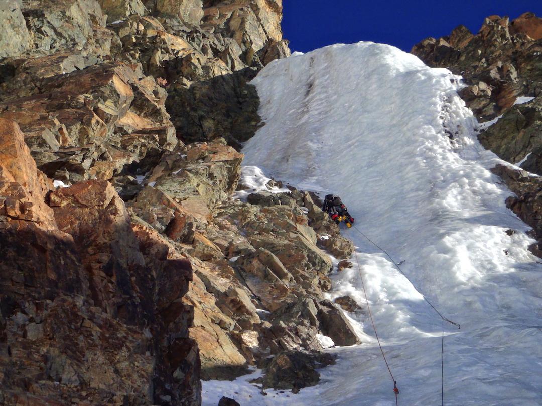 Chicho Fracchia climbing the first pitch of Cascadas del Viento on the southeast face of Cerro Vallecitos.