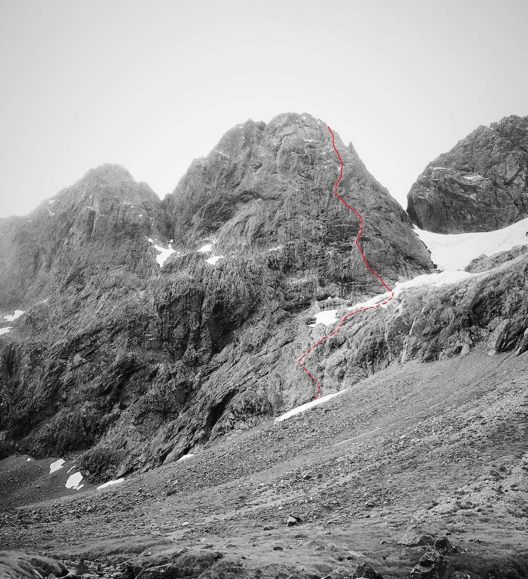 The line of Everlasting Light (600m, V, 6, (18/10a), the first solo ascent of the south face of Mt. Sabre.