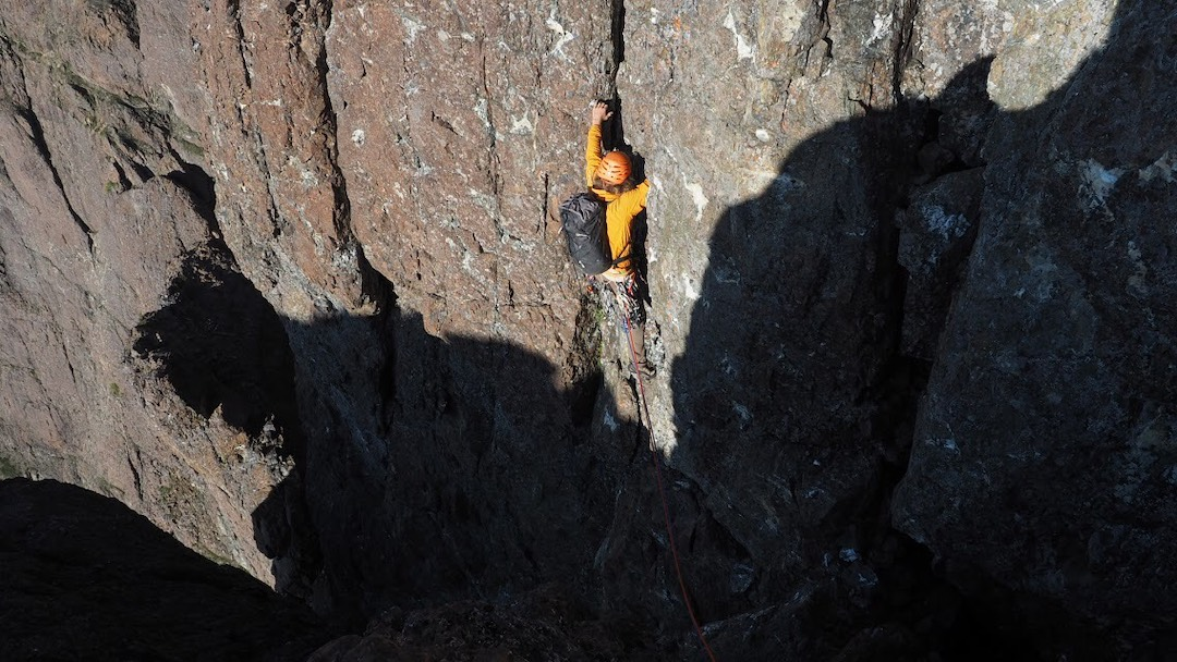 Max Fisher climbing 5.8/5.9 terrain around pitch 21, high on Bull Elk (900m, 5.10), the first ascent of the full east ridge of Elkhorn Mountain.