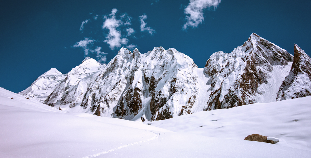 Unclimbed peaks of ca 5,600m to 5,900m on the west side of the Risht Glacier.