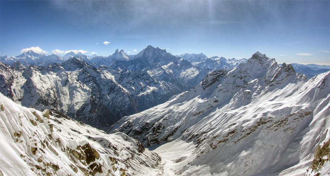Looking southeast from Chhopa Bamare. The sharp peak in the right foreground is a mountain of 5,946m also sometimes called Chhopa Bamare (or Chhopa Pamare). In the center is Gaurishankar, while to the left is the twin-summited Menlungtse. Distant left again is the Everest group.
