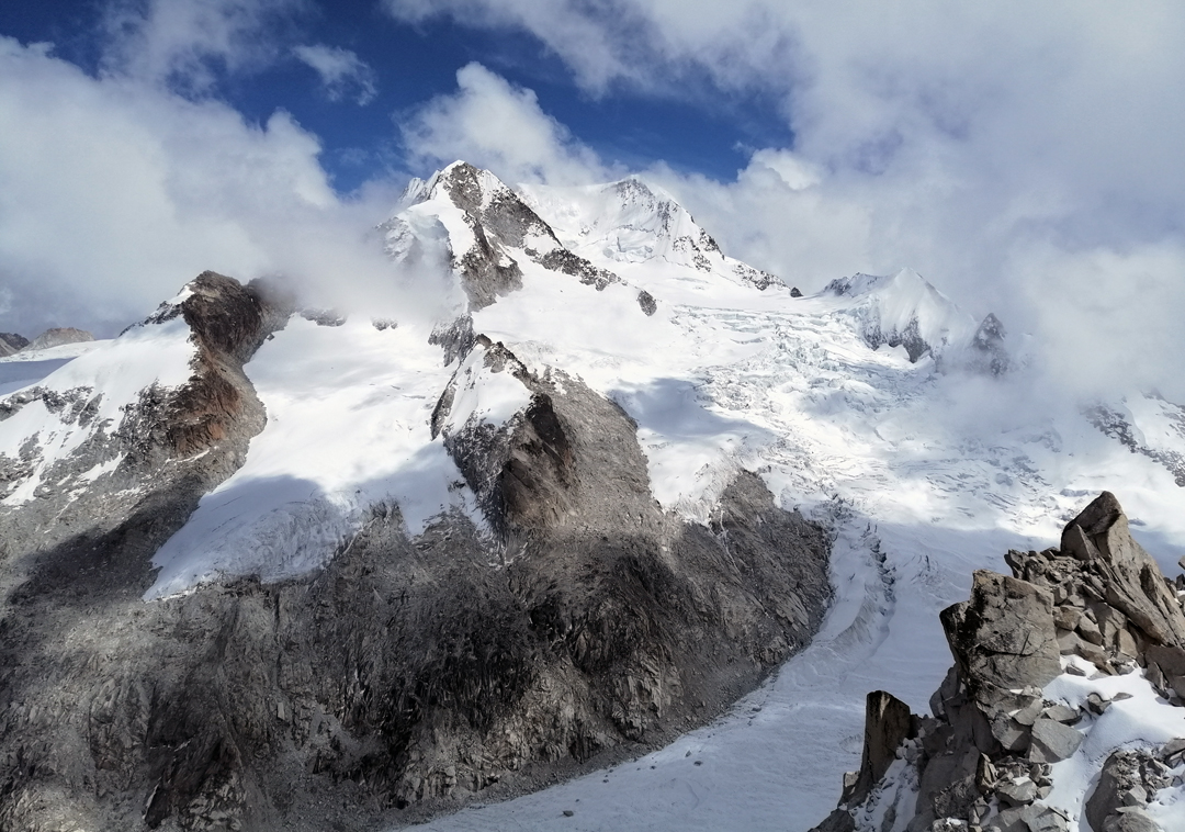 A view of Jakoceri (left) and Chachacomani, with the impressive Chachacomani Glacier flowing southeast from the summit.