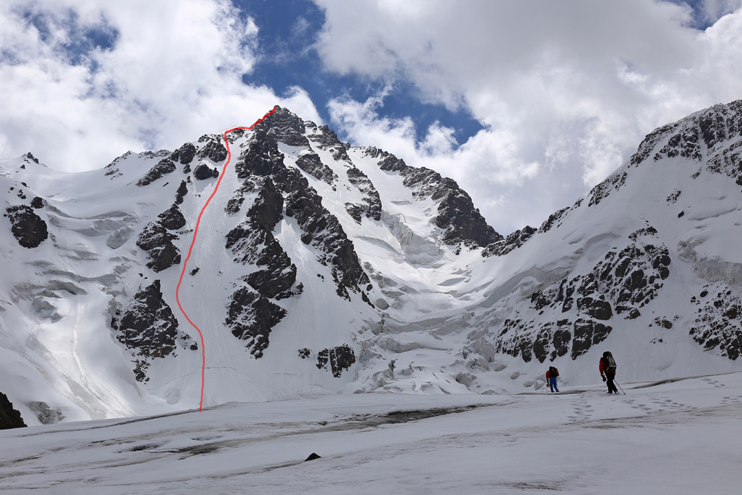 The 2019 Chinese route on the northwest face of Bogda V. The final difficult ridge to the summit is not visible.