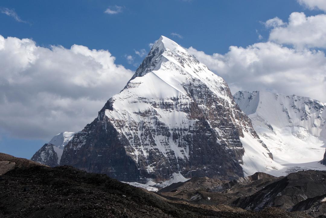 Pik Alpinist (5,492m) seen from the Korzhenevskogo Glacier to the north.