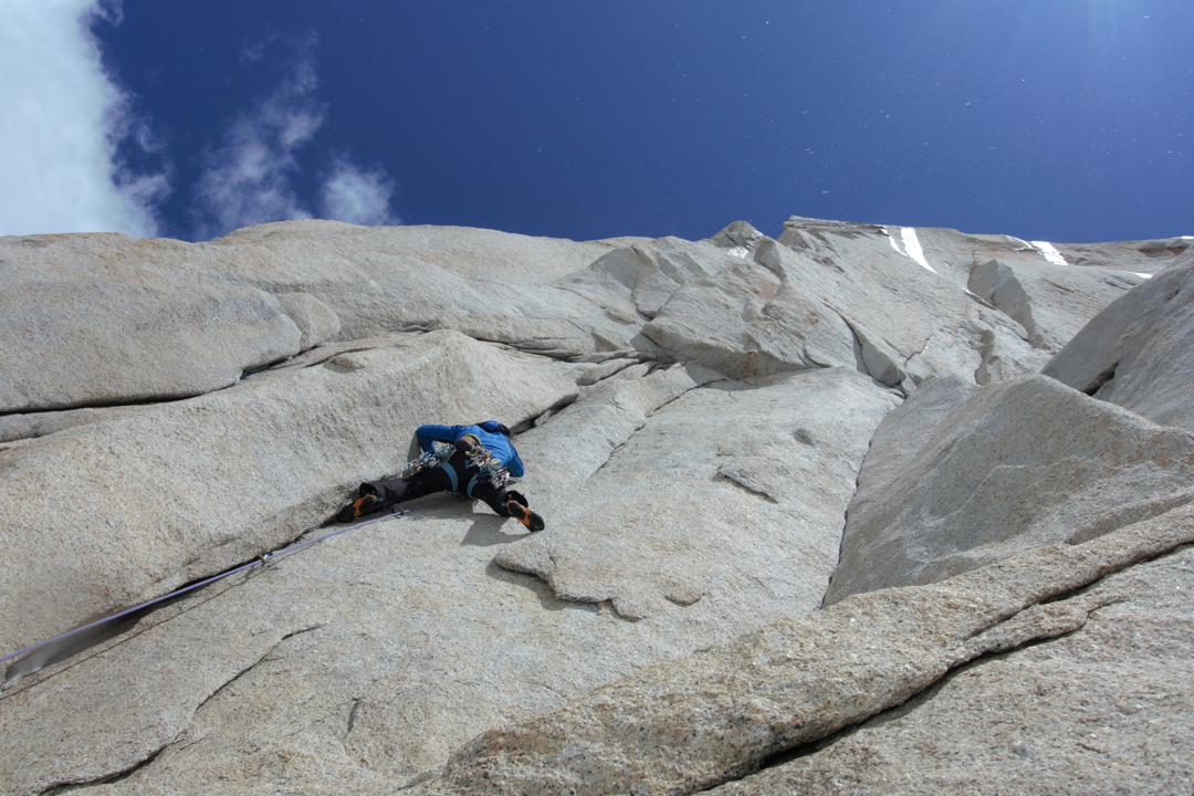 Ascending an overhanging corner on Il Dado e' Tratto (600m, 7b A1) on the north face of Aguja Standhardt.