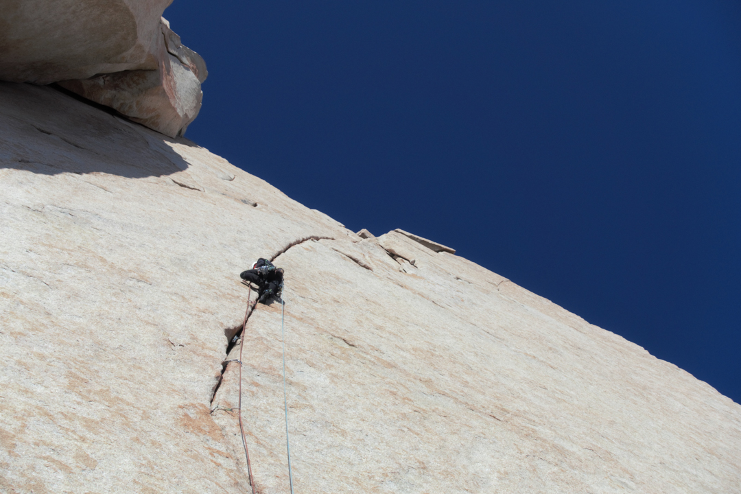 Ascending the beautiful headwall crack of 40° Gruppo Ragni on the first free ascent.
