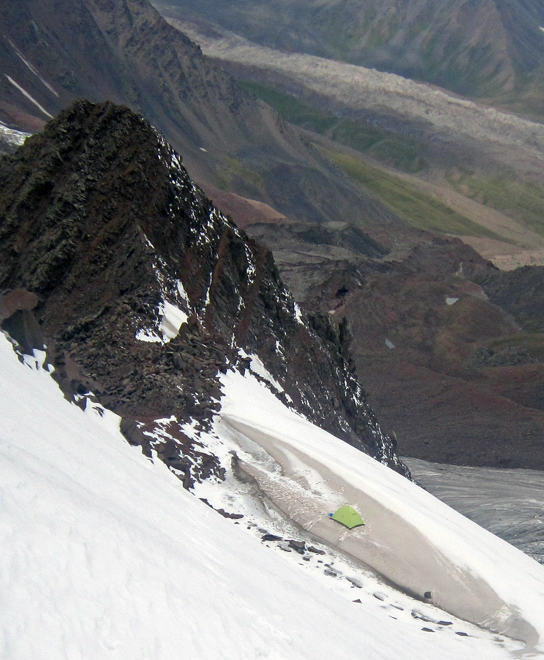 The top bivouac at 4,650m on the west ridge of Pik Kөпөлөк (Pik Butterfly), with the Kyzyl Su Glacier below.